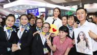 Hoa hậu Phạm Hương động viên thí sinh trong hậu trường tập dợt Bán kết Hoa hậu Hoàn vũ Việt Nam 2017