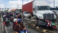"""Điều khiển phương tiện sao cho đảm bảo an toàn khi """"chạm trán"""" xe container, xe tải nặng?"""