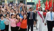 Cách mà các hoa hậu Việt về thăm trường cũ và phản ứng mọi người ra sao?