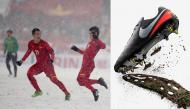 Cận cảnh loại giày chuyên dụng giúp các cầu thủ U23 Việt Nam thi đấu thành công trên mặt sân tuyết