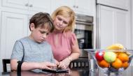 Trẻ em với trò chơi điện tử và sử dụng màn hình vi tính: Con dao hai lưỡi