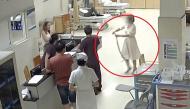 """Bị rắn cắn, cô gái tay không bắt """"hung thủ"""" vào viện kiểm tra xem có độc hay không"""