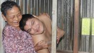 """Cảm động: Mẹ già 36 năm nuôi con ngây dại, chẳng màng bệnh tật, chỉ sợ """"chết chẳng ai chăm con"""""""