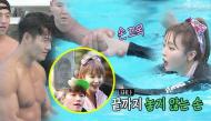 Hong Jin Young gây sốt khi gọi điện cho mẹ Kim Jong Kook, nắm tay nam tài tử tập bơi đầy tình tứ