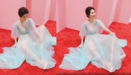 Diện đầm công chúa lộng lẫy nhưng Ngọc Trinh lại bị chỉ trích kém sang vì hành động thế này đây!