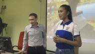 Đáp trả chê bai học kém, Trần Tiểu Vy tự tin nói tiếng Anh trong ngày đầu học Đại học