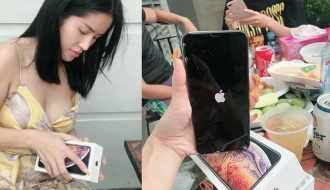 """Đập hộp Iphone XS Max, hot girl vô tình """"đập"""" luôn cả máy khiến người xem choáng váng"""