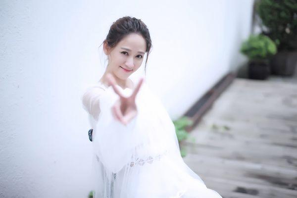 """Bestie - Tran Kieu an tuoi xap xi 40 roi ma van con """"nhi nho"""" mac cho fan lo lang chuyen chong con"""
