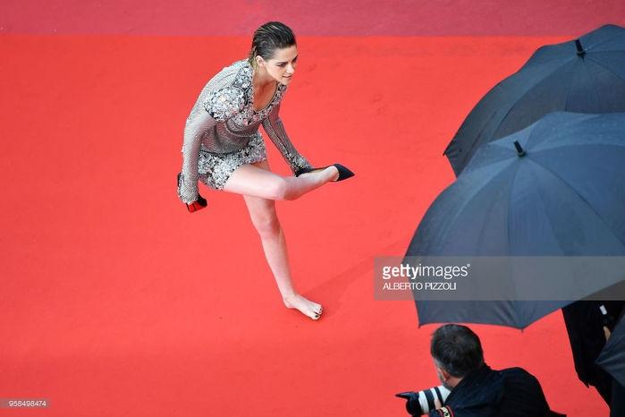 Lý Nhã Kỳ kiêu sa trong tà áo dài gây ấn tượng trên thảm đỏ Cannes