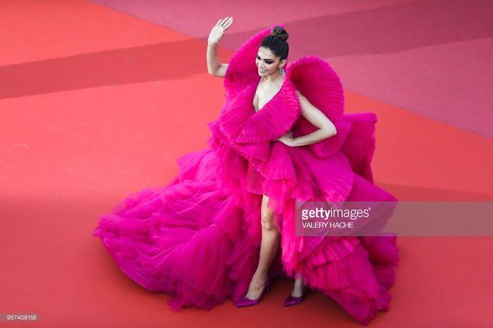 Những bộ trang phục lố, lộ và kỳ quái đổ bộ thảm đỏ Cannes 2018