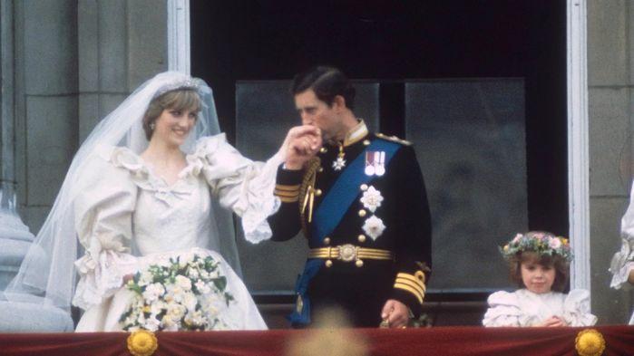 """bestie những sự cố """"dở khóc dở cười"""" trong những đám cưới Hoàng gia"""