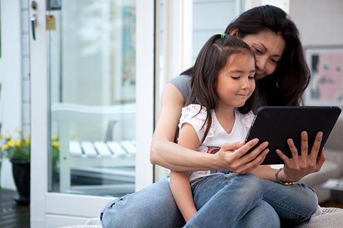 Trẻ em tiếp cận sớm với trò chơi điện tử và máy tính: Con dao hai lưỡi