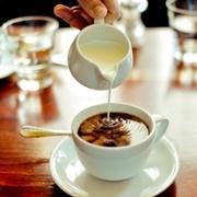 Pha cafe và trò chuyện