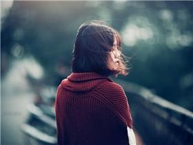 Phụ nữ quyến rũ nhất là khi biết tự đứng dậy sau đau thương