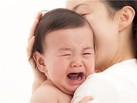 Vì sao con tôi thường quấy khóc vào ban đêm?