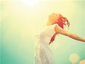 """8 bí quyết đơn giản biến tiền bạc thành """"tiền hạnh phúc"""""""
