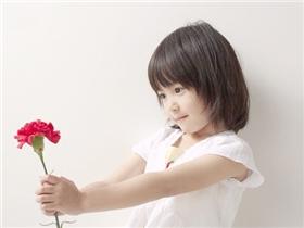 10 nghìn đồng, một bó hoa và bài học dạy con đầy ý nghĩa