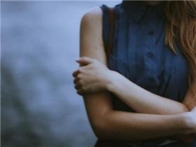 """5 dấu hiệu chứng tỏ bạn chỉ là """"kẻ đóng thế"""" trong tình yêu"""