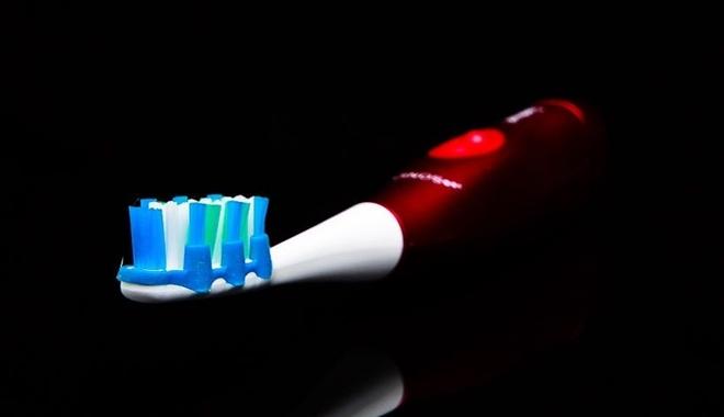 Lý do người khôn ngoan thường đánh răng trong bóng tối