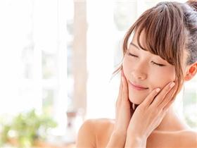 """10 cách giúp bạn """"hô biến"""" làn da khô trở nên mềm mịn đón Tết"""