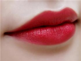 Tô son mỗi ngày, vậy bạn đã biết 8 bí mật này về đôi môi chưa?