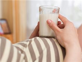 Mang thai uống sữa bầu để được gì, hay chẳng được gì?