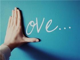 Bạn từng viết, từng nói, từng khóc về tình yêu nhưng tình yêu là gì?