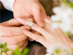 Mách bạn cách chọn nhẫn cưới hợp phong thủy cho hôn nhân hạnh phúc