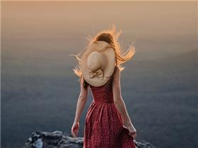 Người đi qua nhiều chông chênh mới là người dễ tổn thương sâu sắc nhất