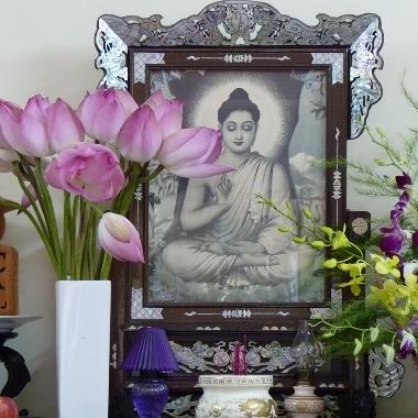 Tìm hiểu xem hoa nào kiêng kị, hoa nào nên cắm trên bàn thờ gia tiên?