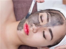 Làn da đẹp không tì vết vì chăm chỉ thải độc da bằng than hoạt tính