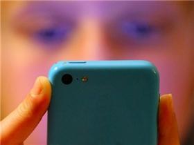 Hãy sử dụng mạng xã hội một cách thông minh, chứ đừng chỉ nhìn bằng đôi mắt