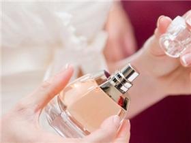 Bí quyết dùng nước hoa say đắm lòng người cho ngày lạnh thêm nồng nàn