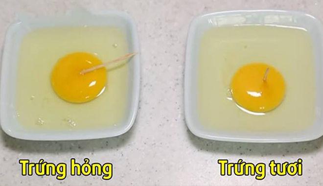 Phân biệt trứng tươi và hỏng trong nháy mắt chỉ với 4 mẹo cực đơn giản