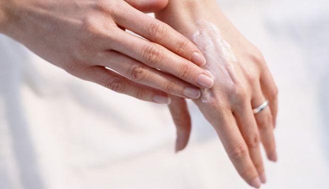 Mẹo hay giúp trị dứt điểm chân tay nứt nẻ ngay tức thì