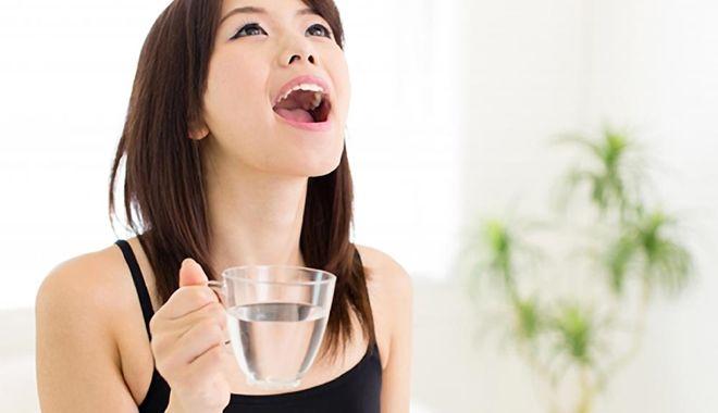 """Súc miệng bằng 3 loại nước này mỗi sáng sẽ đánh bay hơi thở """"rau mùi"""" kinh niên"""