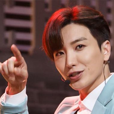 """Đọ chữ viết tay của các idol Kpop: người chữ đẹp như in, kẻ viết xấu như """"gà bới"""""""