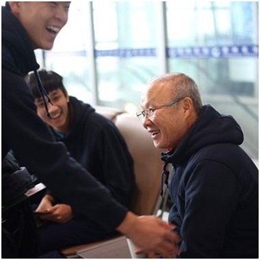 Loạt ảnh siêu đáng yêu của thầy trò Park Hang-seo khiến triệu con tim thổn thức vì cảm động