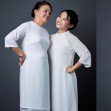 """""""Cô bé dân ca"""" Phương Mỹ Chi chia sẻ xúc động về mẹ trước thềm lễ Vu Lan thumbnail"""