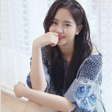 Kỷ niệm 10 năm gia nhập làng giải trí, Kim So Hyun tự tay viết tâm thư gửi tặng cảm ơn fan