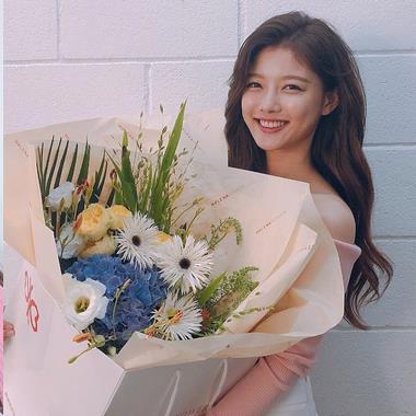 Fan ăn mừng hay tin thiên thần nhỏ Kim Yoo Jung đã hồi phục hoàn toàn và chuẩn bị trở lại quay drama