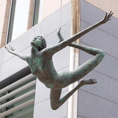 Những bức tượng có cấu trúc vô cùng kỳ lạ, không ai ngờ lại có thật trên đời thumbnail