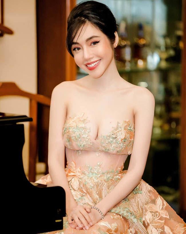 bestie Sao Việt diện trang phục xuyên thấu