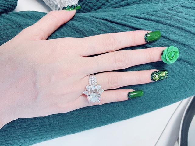 Loạt mỹ nhân Việt khoe nhẫn kim cương khủng từ nửa kia
