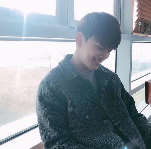 """Sao Hàn đón Tết: Chanyeol khoe ảnh ngày bé, Han Ji Min đăng ảnh """"dìm"""
