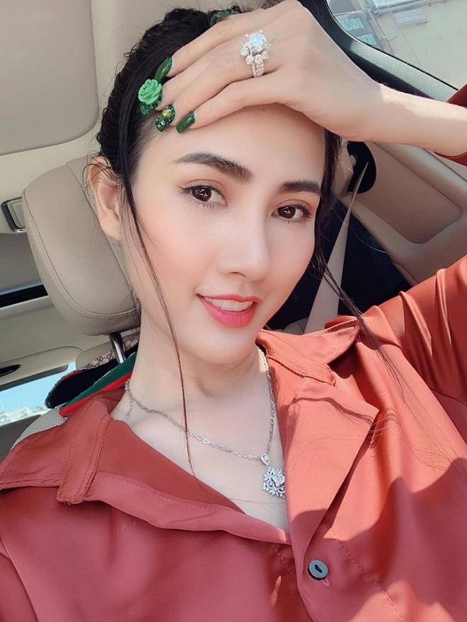 Valentine của sao Việt: Hàng hiệu đến nhẫn kim cương đều có đủ