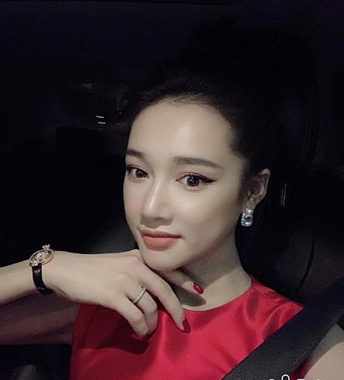 Hải Băng sinh con thứ 3, Đàm Thu Trang vướng nghi vấn mang thai