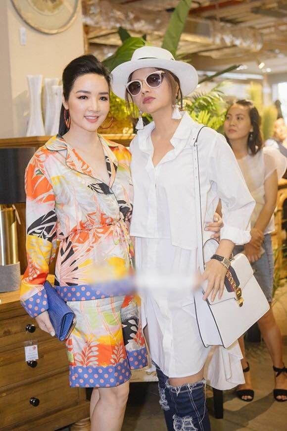 Phong cách sao Việt: Hương Giang gợi cảm trong thiết kế hiểm hóc