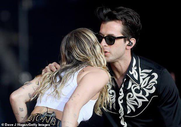 Hành trình 1 thập kỷ yêu, cưới - hợp, tan của Miley và Liam