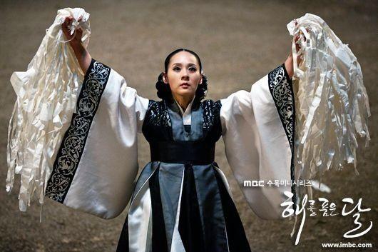 Dàn sao Mặt trăng ôm mặt trời sau 7 năm: Yeo Jin Goo lột xác bất ngờ